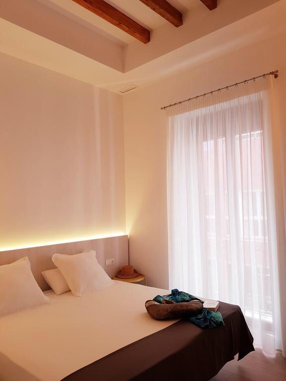El interior en la Arquitectura Mediaterránea ejemplo de apartamentos diseñado por Marva10 Estudio de Arquitectura en Alicante